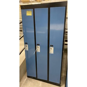 LOCKERS USED 3-DOORS